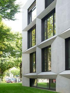 Massiver Beton im Wiesenviertel - Umbau eines Wohn- und Verwaltungsgebäudes in München