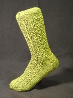 Looking for a summer project? Knit a pair of socks with these free patterns!