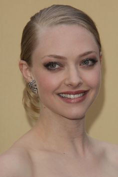 Amanda Seyfriedss elegant hairstyle at the 82nd Annual Academy Awards