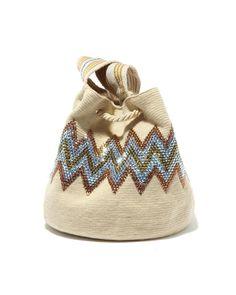 decorada con lentejuelas y canutillos Tapestry Bag, Tapestry Crochet, Crochet Motif, Crochet Patterns, Wiggly Crochet, Ethnic Bag, Crochet World, Boho Bags, Unique Bags