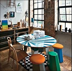 Fantastic table! love the combo with the black and white rug. I do love a black and white floor of any kind!