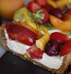 Crostata senza cottura con crema al mascarpone e frutta fresca