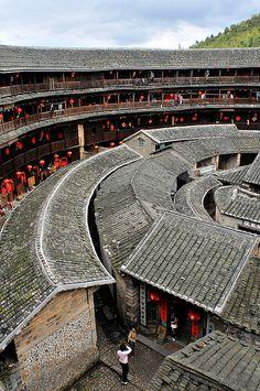 Fujian Tulou, Fujian, China    In #China? Try www.importedFun.com for award winning #kid's #science                                                                                                                                                                                   Más