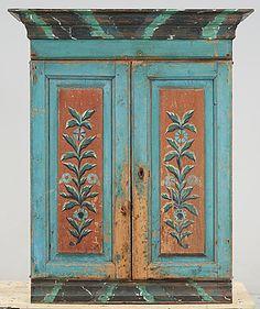 Allmoge, Hälsingland, 1800-talets första hälft. Blåmålat. Dörrpar med målad blomsterdekor.