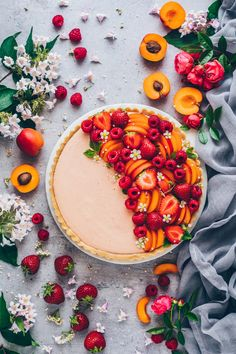 Mousse Tarte mit Aprikosen Himbeeren Erdbeeren The post Obst Creme Tarte appeared first on Dessert Factory. Think Food, Sugar Free Recipes, Food For A Crowd, Summer Fruit, Mousse, Easy Meals, Cooking Recipes, Pie Recipes, Jelly Recipes