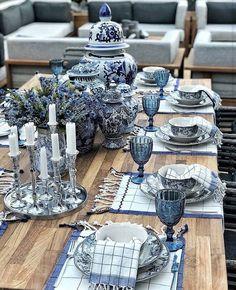 Uma das mesas favoritas do ano é da nossa querida Turquia! 🇹🇷 Sorry for overposting, but that is one of my favorites of our loved… Blue Table Settings, Beautiful Table Settings, Place Settings, Blue And White China, Blue China, White Home Decor, Cheap Home Decor, Table Origami, Table Set Up