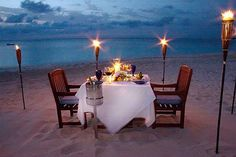beachfront dinner date..sooo romantic, right??