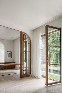 Architecture Restaurant, Interior Architecture, Wooden Glass Door, Wooden Desk, Light Wooden Floor, White Linen Curtains, Piscina Interior, Luz Natural, Living Room Interior