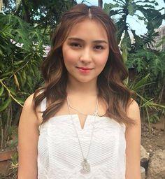 On the Pangako Sa 'Yo set: She looks like an angel. Kathryn Bernardo Hairstyle, Bronze Makeup Look, Filipina Beauty, Daniel Padilla, Jenner, Ford, Ulzzang Girl, Face Shapes, Hair Inspo