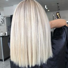 You are in the right place about DIY Hair Color platinum Here we offer you the most beautiful pictures about the DIY Hair Color streaks you are looking for. When you examine the part of the picture yo Ice Blonde Hair, Blonde Hair Shades, Blonde Hair Looks, Brown Blonde Hair, Platinum Blonde Hair, Dark Hair, Short Blonde, Hair And Harlow, Underlights Hair