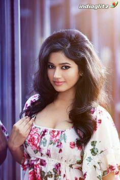 Beautiful Bollywood Actress, Most Beautiful Indian Actress, Beautiful Actresses, Cute Beauty, Beauty Full Girl, Beauty Women, India Beauty, Asian Beauty, Beautiful Girl Photo