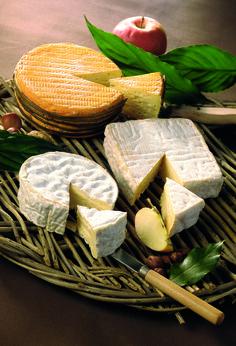 En Camembert se pueden visitar los últimos fabricantes artesanales del rey de los quesos, creado en Normandía