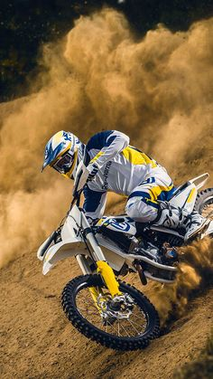 Motocross Action Wallpaper for iPhone X Motocross Couple, Motocross Action, Enduro Motocross, Enduro Motorcycle, Motorcycle Touring, Ktm Dirt Bikes, Cool Dirt Bikes, Dirt Bike Racing, Dirt Bike Girl