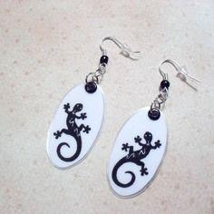 317 - boucles d'oreilles ovale salamandre - noir sur fond blanc - crochet couleur argenté