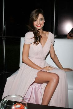 Miranda Kerr Style shared by ♛Luxurious Life♛ Estilo Miranda Kerr, Miranda Kerr Style, Miranda Kerr Dress, Miranda Kerr Body, Celebrity Dresses, Celebrity Style, Beautiful Celebrities, The Dress, Pink Dress