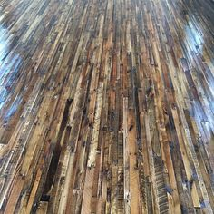 Diy pallet flooring the owner-builder network. Wood Pallet Flooring, Wood Pallet Furniture, Diy Flooring, Timber Flooring, Concrete Floors, Pallet Projects Signs, Easy Diy Projects, Project Ideas, Recycled Pallets