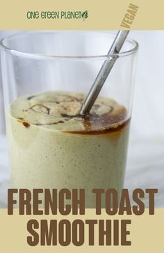 This dreamy smoothie really tastes just like french toast. Vegetable Smoothie Recipes, Vegan Smoothie Recipes, Breakfast Smoothie Recipes, Vegan Recipes, Cooking Recipes, Good Smoothies, Smoothie Drinks, Vegan Hot Chocolate, Vegan French Toast