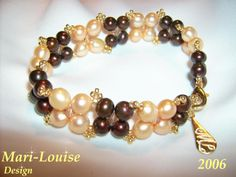 Bracelet of Swarovskicrystal and sweetwaterpearls