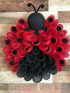 Deco Mesh Crafts Wreath Crafts Diy Wreath Flower Crafts Burlap Crafts Burlap Wreath Wreath Ideas Mesh Ribbon Wreaths Wreaths And Garlands Deco Mesh Crafts, Wreath Crafts, Diy Wreath, Wreath Ideas, Tulle Wreath, Deco Mesh Wreath Tutorial, Burlap Crafts, Wreath Making, Diy Garland