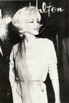 Marilyn Monroe in Mexico, May two months before her death. Her beauty had blossomed into a mature beautiful woman. Joe Dimaggio, Norma Jean Marilyn Monroe, Norma Jeane, Lady Diana, Photos, Pictures, Old Hollywood, Hollywood Actresses, Bombshells