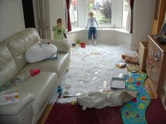 Quel luxe d'avoir une piscine dans son salon ! Les enfants sont si heureux ! #parentepuise