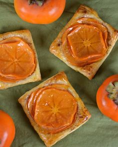 Persimmon Tarts With Puff Pastry, Sugar, Cinnamon, Persimmons, Apricot Jam Tart Recipes, Healthy Dessert Recipes, Sweets Recipes, Just Desserts, Baking Recipes, Delicious Desserts, Walnut Recipes, Bread Recipes, Persimmon Recipes