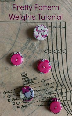 Pattern weights DIY for sewing, perfect to skip pins when tracing your patterns to the fabric, helpful with pattern cutting. Make your own pattern weights Easy Sewing Projects, Sewing Hacks, Sewing Tutorials, Sewing Crafts, Sewing Ideas, Sewing Tips, Craft Projects, Pattern Weights, Fabric Weights