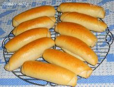 Domáce rožky (fotorecept) - recept | Varecha.sk Hot Dog Buns, Hot Dogs, 20 Min, Dumplings, Cooking Recipes, Bread, Food, Pizza, Cakes