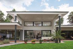 EbenLeben - Bungalow am See - WeberHaus - http://www.hausbaudirekt.de/haus/ebenleben-bungalow-see/ - Fertighaus als Architektenhaus Bungalow Designhaus Einfamilienhaus Luxushaus Modernes Haus Stadtvilla mit Flachdach
