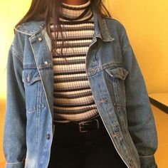 gestreifter Rollkragen + Jeansjacke + schwarze Oans Woman Denim Jacket woman within black denim jacket Mode Outfits, Retro Outfits, Grunge Outfits, Trendy Outfits, Vintage Outfits, Fashion Outfits, 80s Style Outfits, Gray Outfits, Summer Outfits