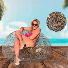 Enjoy the beach and swimming pool sat comfortably on the new and elegant inflatable armchair with pink glitter! measurements: 109 x 10 Inflatable Chair, Inflatable Float, Golden Glitter, Pink Glitter, Beach Pool, Beach Mat, Pool Accessories, Swimming Pools, Glitter
