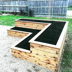 Want to learn how to build a raised bed in your garden? Here's a list of the best free DIY raised garden bed plans & ideas for inspirations. garden planters 59 DIY Raised Garden Bed Plans & Ideas You Can Build in a Day Diy Garden Bed, Garden Boxes, Planter Garden, Garden Table, Garden Art, Patio Planters, Herb Planters, Garden Oasis, Pallet Garden Box