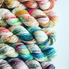 This yarn is DIVINE! Where can i get it?! speckled yarn by @tiekegarne