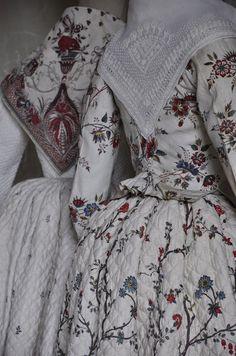 Jupes piquées motif jardinier XVIII musée Fragonard Grasse