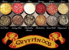 There is 1 tip to buy make-up, eyeshadow palette, sparkly eyeshadow, harry potter, gryffindor. Make Up Looks, Make Me Up, Harry Potter Makeup Palette, Objet Harry Potter, Make Up Inspiration, Smokey Eye Makeup, Eye Brows, Do It Yourself Home, Eyeshadow Palette
