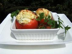 La meilleure recette de Tomates soufflées à la ricotta! L'essayer, c'est l'adopter! 4.6/5 (7 votes), 4 Commentaires. Ingrédients: Tomates soufflées à la ricotta  Préparation : 10 mn , Cuisson : 30 mn , Pour 4 pers :, il faut :, 4 belles tomates , 1 oeuf , 200 g de ricotta , 2 càc d'huile d'olive , 1 càc de ciboulette , sel et poivre du moulin,