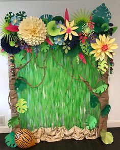 Decor idea for a jungle safari party Jungle Theme Classroom, Jungle Theme Parties, Jungle Theme Birthday, Moana Birthday Party, Luau Party, Jungle Theme Baby Shower, Jungle Bulletin Boards, Safari Theme Party, Kids Party Themes
