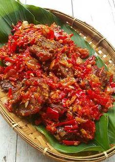 Dendeng balado basah Recipe by Xander's Kitchen - Cookpad Crab Dishes, Beef Dishes, Meat Recipes, Asian Recipes, Cooking Recipes, Asian Cooking, Easy Cooking, Indonesian Cuisine, Indonesian Recipes