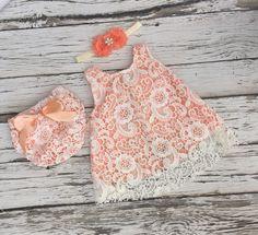 Vestido de la muchacha del bebé. Vestido Ivory de encaje del bebé. Traje de…