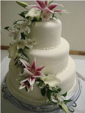 beautiful fondant wedding cake