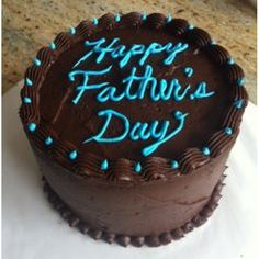 Fathers Day Cakes have their own importance on the fathers day. Some people brings beautiful and sweet fathers day cakes for fathers Happy Fathers Day Cake, Fathers Day Cupcakes, Dad Cake, Online Cake Delivery, Easy Cake Decorating, Cake Board, Dessert Decoration, Fancy Cakes, Pretty Cakes