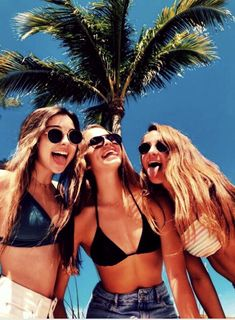 Pin by bianca rodriguez on picture poses bff pictures, summer photos, summe Photos Bff, Bff Pics, Cute Photos, Cute Beach Pictures, Cute Friend Pictures, Pictures Of Summer, Insta Pictures, Vacation Pictures, Squad Pictures
