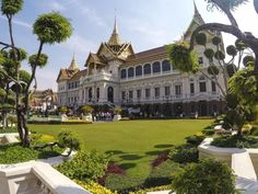 The Grand Palace is one of the top attraction in Bangkok. You need to put it on your first time in Bangkok itinerary.