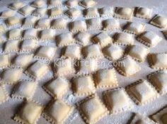 Ravioli filled with ricotta and walnuts easy to make- - # c .- Ravioli filled with ricotta and walnuts easy to make – – # christmasdinnervegetables - Pasta Fagioli Recipe, Pasta Sauce Recipes, Chicken Pasta Recipes, Ravioli Filling, Ricotta Ravioli, Crepes, Italian Chicken Dishes, Italian Pasta, Gnocchi Pasta