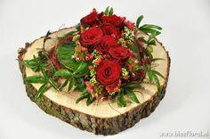Unique Flower Arrangements, Table Arrangements, Floral Centerpieces, Cemetery Decorations, Table Decorations, Butterfly Nursery, Valentine Day Wreaths, Christmas Flowers, Funeral Flowers