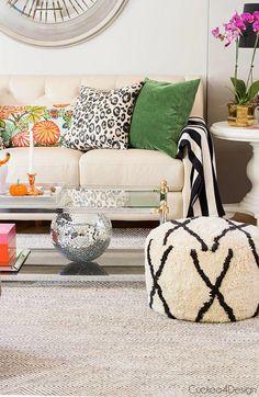 Utiliza cojines coloridos para cambiar la decoración de tu casa.