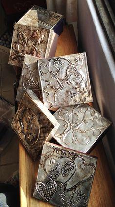 Wooden boxes with metal embossing. Cajas de madera con aluminio repujado en las tapas. #TesManualidades