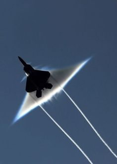 F-22   Breaking the sound barrier