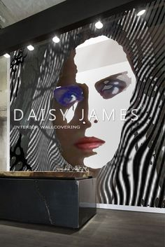 DAISY JAMES wallcover White-Woman