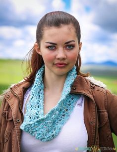 Free Cowl Crochet Pattern!  The Floral Print Cowl Pattern features a stunning…